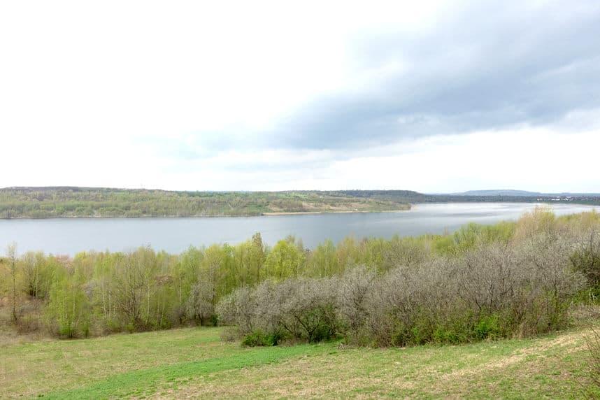 Aussichtsturm mit Blick über den Großkaynaer See