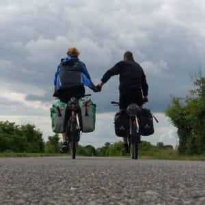 Hand in Hand auf dem Rad